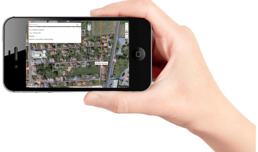Hand mit Handy-Public Map